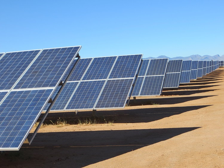 A long row of PV panels in the desert